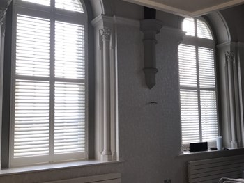 Shaped plantation shutters